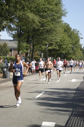 Runners during 2006 Second Empire 5K Classic